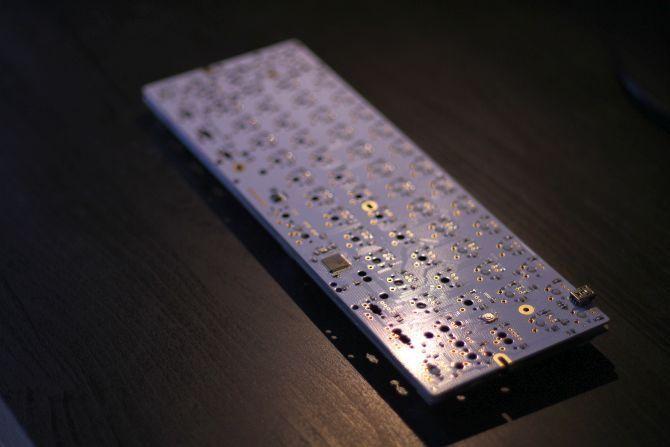 построить нестандартную механическую клавиатуру - печатную плату